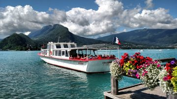 The Allobroge Boat leaves the Talloires Embarcadero